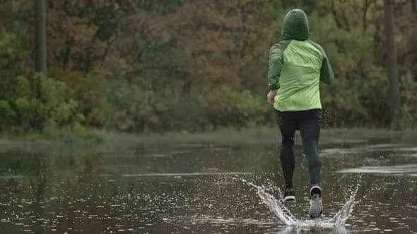 Yağmurda koşu yapmanın püf noktaları